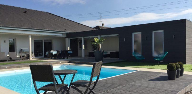 Une terrasse pour profiter de son jardin en Corse