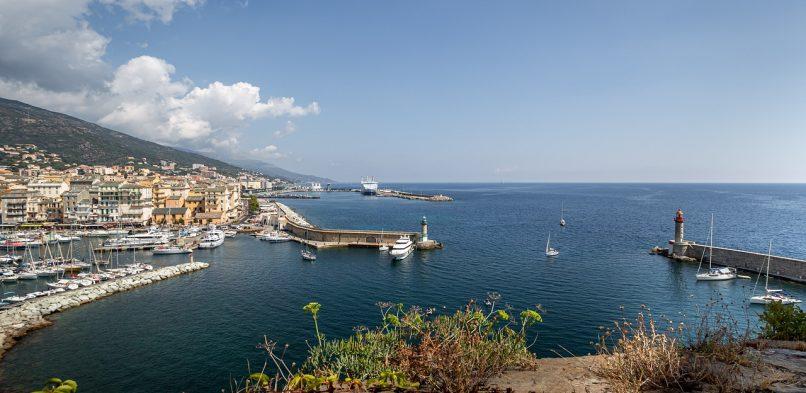 Pourquoi investir dans une pergola bioclimatique à Bastia ?